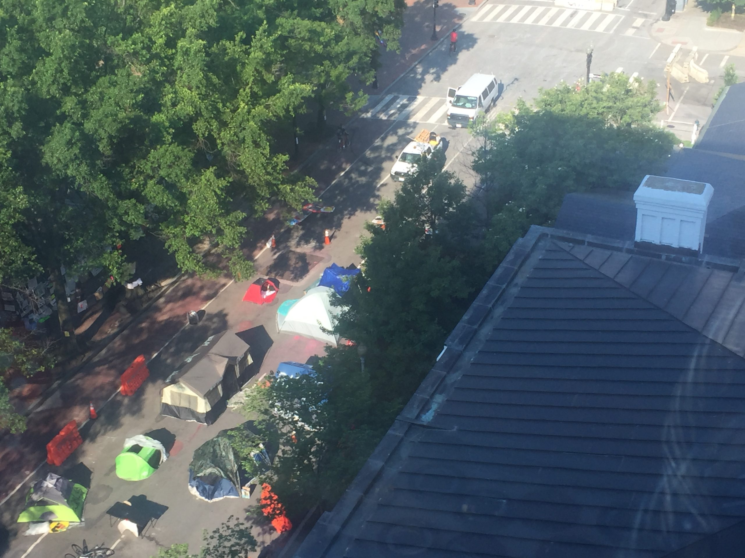 Breaking:  D.C. Tent City Appears – Blocks Rush Hour Traffic Routing Traffic Towards White House