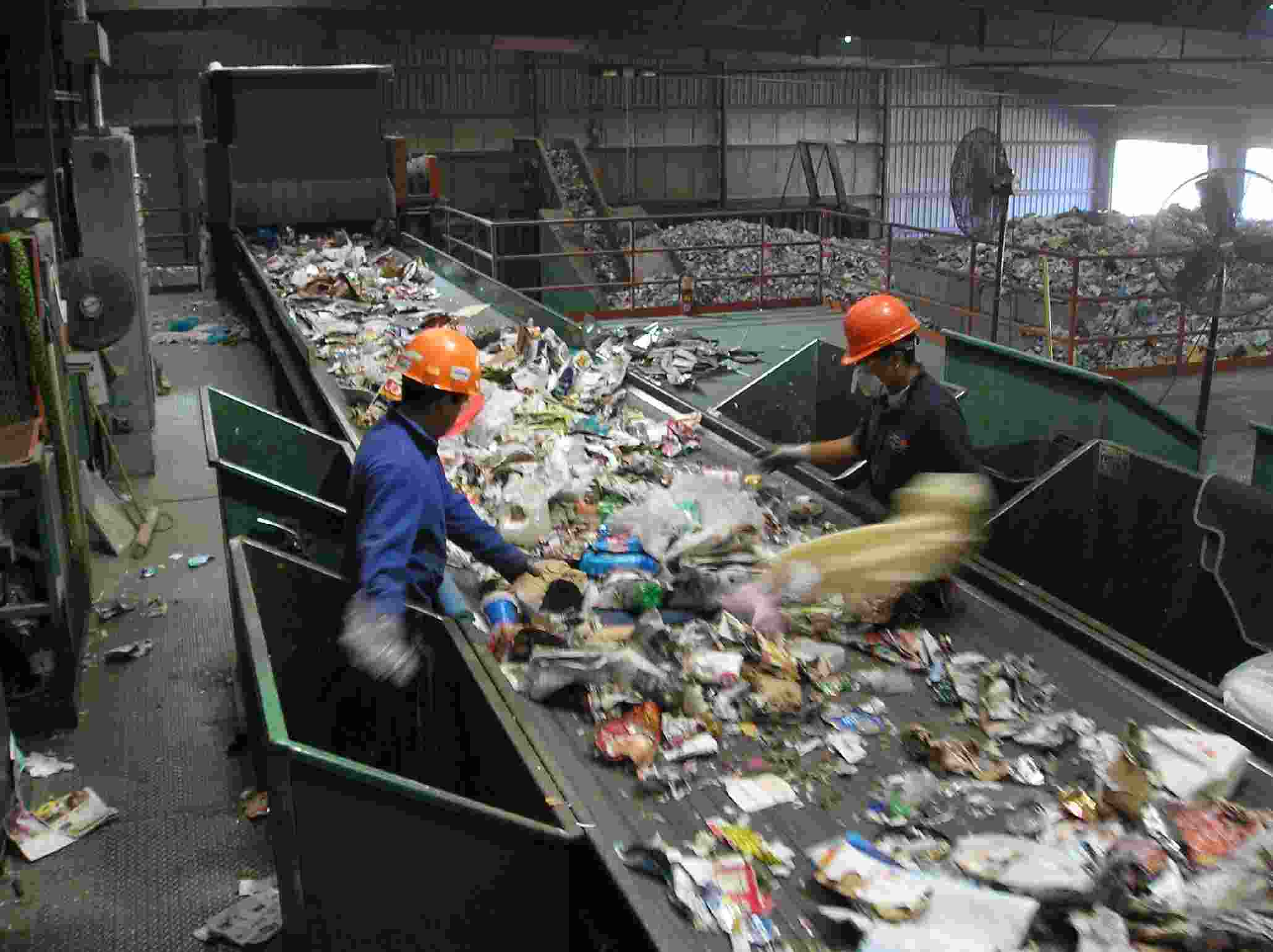 Trash Talking The Recycling Problem – How America Outsourced Its Recycling Problems To China